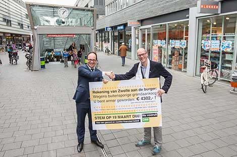 foto_wouter_koolmees_en_jan_brink_cheque.jpg