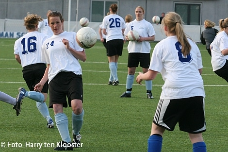 19-04-2010_training_damesvoetbal_4.jpg