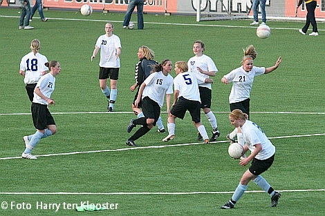 19-04-2010_training_damesvoetbal_5.jpg