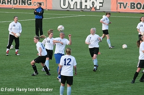 19-04-2010_training_damesvoetbal_6.jpg