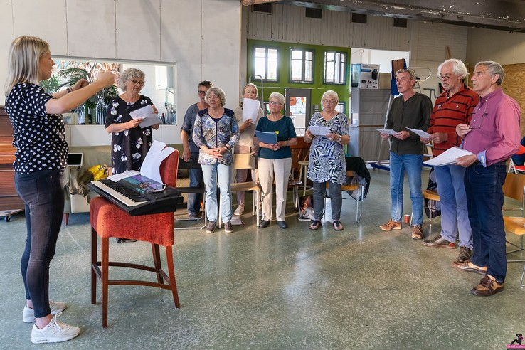 Repetities Rimpels en Vouwen in volle gang - Foto: Carry Premsela CreaPictures