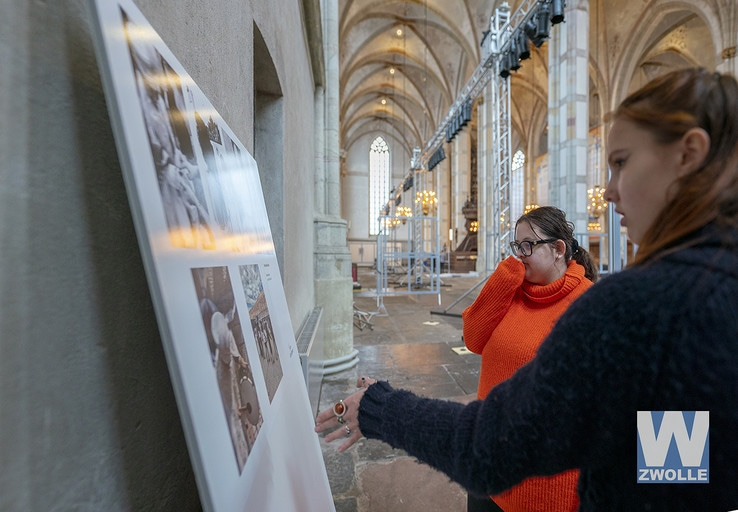 Curator World Press Photo blij met de inzet van studenten Landstede MBO - Foto: Eigen foto Landstede MBO