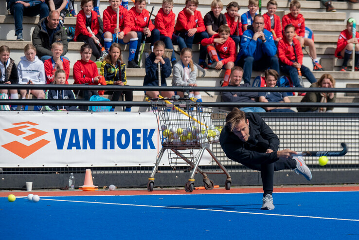 Hockey-international geeft les in Zwolle - Foto: Peter Denekamp